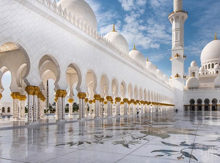 Abu Dhabi : que visitez en une journée pendant votre escale ?